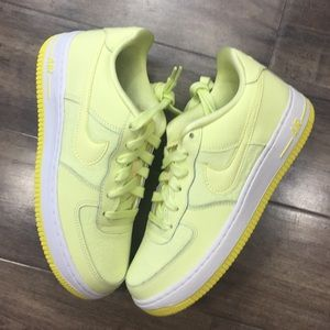NIKE AIR FORCE 1 LV8 (GS) citron tiny/yellow